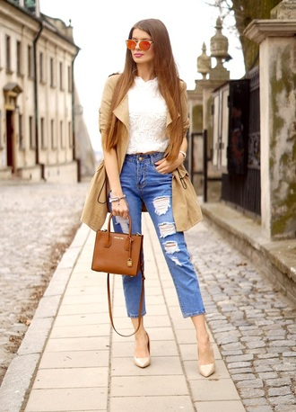 only my fashion style blogger coat sunglasses bag jeans jewels trench coat handbag pumps high heel pumps white top spring outfits ripped jeans