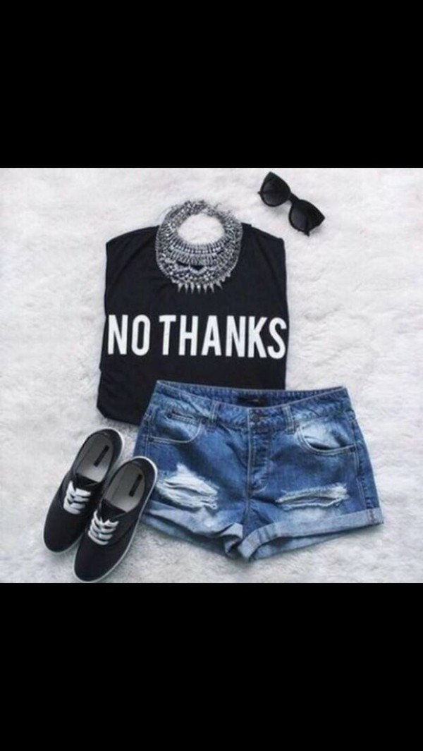 shorts t-shirt jewels sunglasses shoes