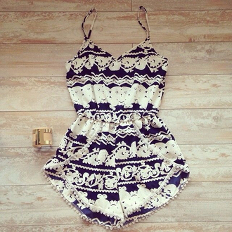 romper vintage jewelry b&w spagetti straps jumpsuit clothes trendy tribal pattern summer outfits outfit hot black and white romper summer dress style one piece summer shorts dress black and white dress black and white cute dress pretty teenagers fashion patterned dress aztec sleeveless romper