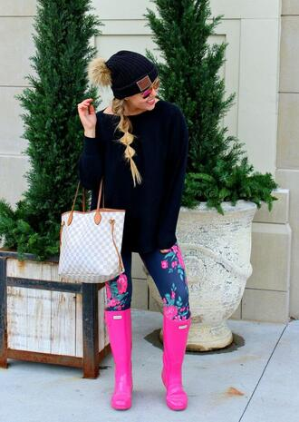 the fashion canvas – a fashion & lifestyle blog blogger sweater leggings hat sunglasses shoes beanie tote bag louis vuitton bag wellies