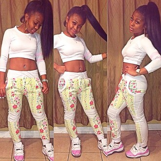 pants jordans floral crop tops top long sleeves joggers snakers jayda white top outfit instagram shoes