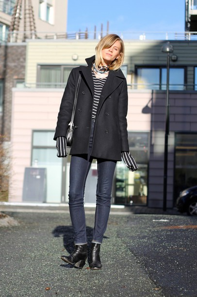 the fashion eaters blogger scarf pea coat striped top