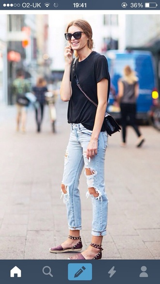 shoes le fashion image blogger ripped jeans flats black t-shirt stella wants to die