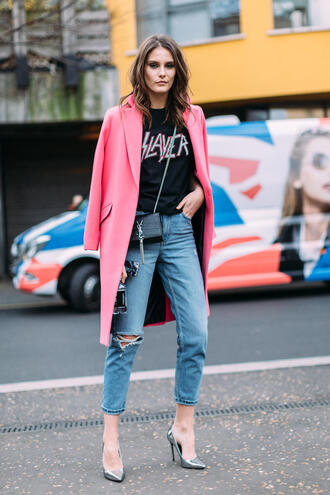 coat london fashion week 2017 fashion week 2017 fashion week streetstyle pink coat t-shirt black t-shirt bag black bag chain bag denim jeans blue jeans cropped jeans ripped jeans pumps pointed toe pumps high heel pumps metallic metallic shoes silver shoes mini bag