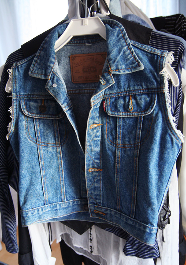 jacket vest denim denim jacket denim vest summer jeans ripped distressed vest cute jeans hot love tumblr blue blouse denim jacket sleeveless