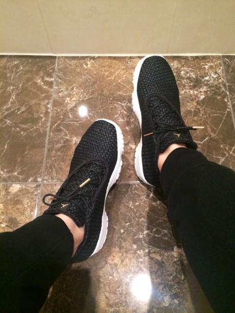 shoes sneakers gold trim girl jordans jordans jordans black black jordans black sneakers black jordans black shoes low top sneakers