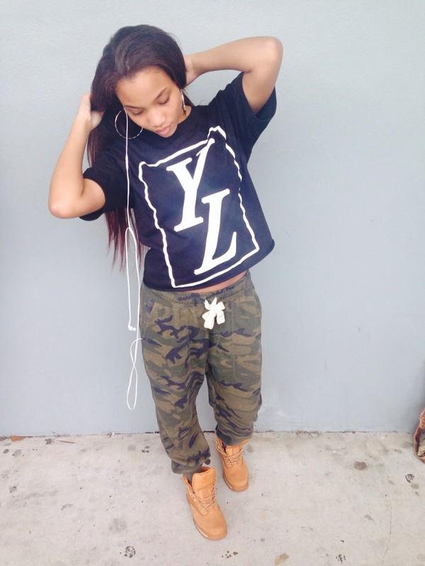 jeans t-shirt shirt black camouflage camo pants timberlands tumblr girl
