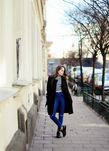 jestem kasia blogger jeans ripped jeans striped top black coat