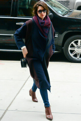 scarf anne hathaway coat