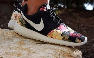 shoes nike nike shoes floral flowerprint black white sneakers nike roshe run floral nike roshes floral flowers nike roshe run roshe runs neon supremo nike roshe run floral black and floral roshe nike floral shoes