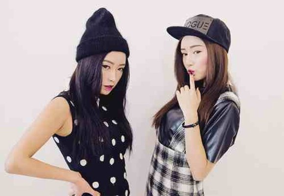 hat top kawaii kawaii dark black kawaii grunge beanie soft grunge t-shirt shirt plaid skirt grunge tank top
