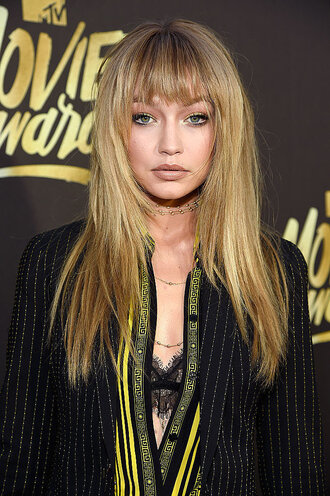 jewels necklace choker necklace gigi hadid mtv movie awards underwear bra bralette lace bralette