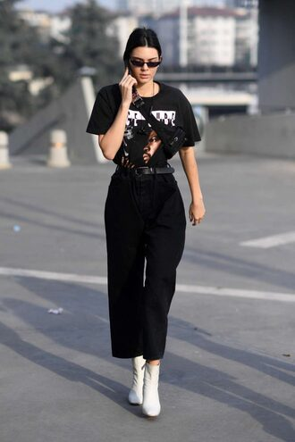 jeans boyfriend jeans kendall jenner kardashians streetstyle milan fashion week 2017 fashion week 2017 model off-duty top t-shirt