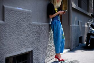 jeans tumblr blue jeans denim wide-leg pants high waisted jeans t-shirt black t-shirt pumps pointed toe pumps red heels high heel pumps streetstyle