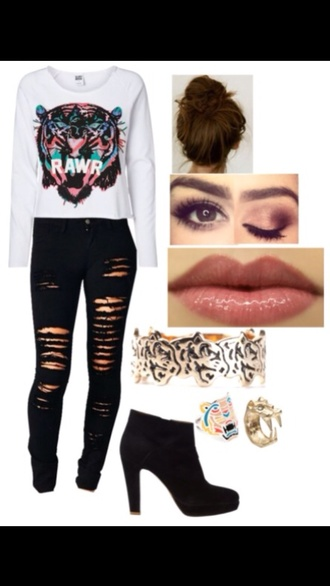 shirt black ripped jeans black ankle booties messy bun tiger jewelry tiger