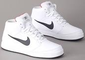 shoes,nike,nike sb,kicks,white,swoosh,clean,white sneakers,high top sneakers,nike sneakers,white nike shoes,white nike shoes sneakers