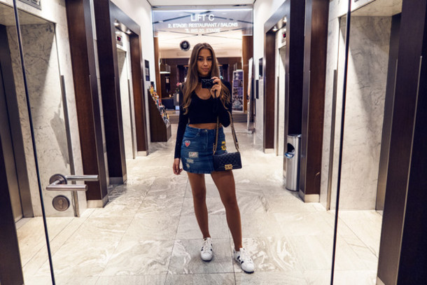 kenza blogger top skirt shoes