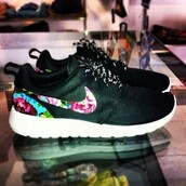 shoes,nike roshe run,black,roshes,floral,nike roshes floral,nike running shoes,nike,nike sneakers,roshe runs,running shoes,nike air,nike roshe run floral,nike rushe run,http://www.buyrosherunwoven.co.uk/womens-nike-roshe-run-floral-black-shoe-p-624.html