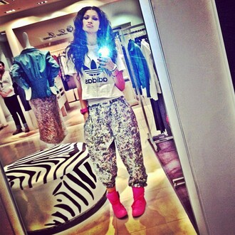 shirt adidas white black pants shoes harem pants zendaya t-shirt crop tops