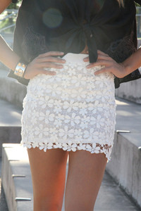 skirt white lace skirt lace flowers white black blouse summer