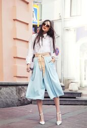 pants,nude belt,blue pants,palazzo pants,belt,shirt,white shirt,sandals,white sandals,spring outfits,sunglasses,office outfits