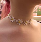 jewels,bubblegum graffiti,daisy choker,daisy,flowers,sunflower,sun flower,hippie,boho,grunge,90s style,retro,vintage,choker necklace,necklace,jewelry,accessories,Accessory,daisy trim necklace,daisy necklace