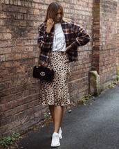 skirt,midi skirt,leopard print,high waisted skirt,white sneakers,white t-shirt,checkered,jacket,shoulder bag