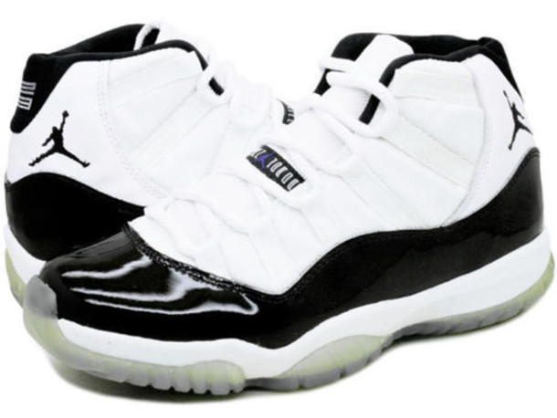 shoes black and white jordan's