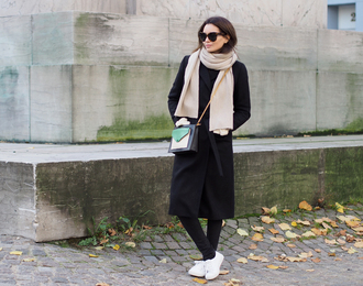 by funda blogger scarf bag sneakers sunglasses