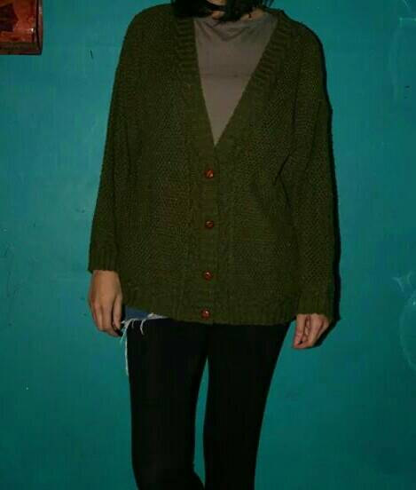 Vintage olive 80s slouchy sweater cardigan
