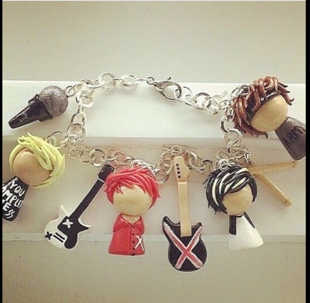 bracelets calum hood michael clifford luke hemmings ashton irwin