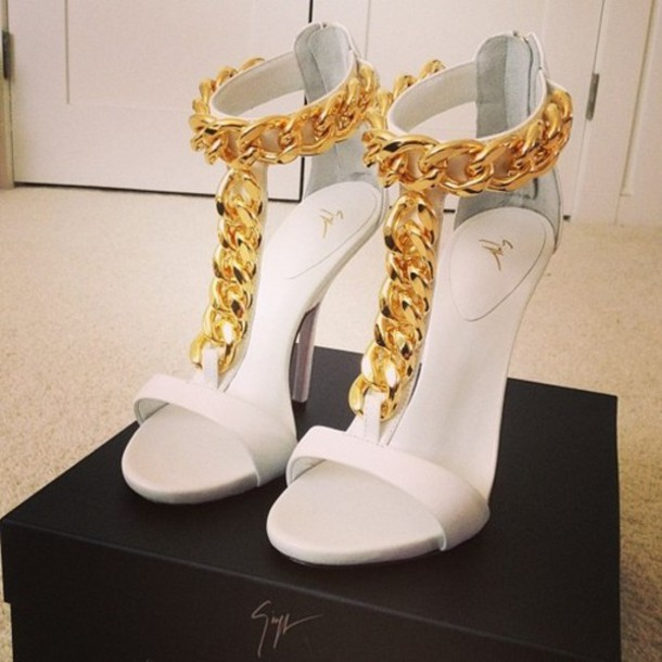shoes heels high heels gold high heels white high heels coat white gold chain gold & white white shoes old chain designer chain heels gold heels white heels gold chain heels party outfit