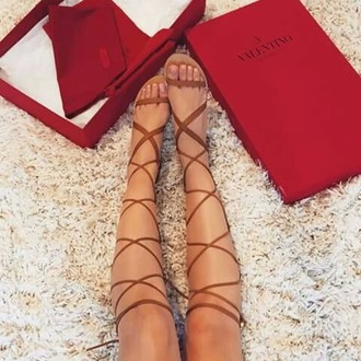 shoes valentino brown sandals gladiators knee high gladiator sandals nordstrom sandals strappy summer summer outfits leather sandals strappy sandals tan light tan sandals with straps dark brown tan sandals