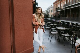 shoes januaryhart jewels blogger jacket tank top bag white pants sandals velvet blazer blazer white jeans