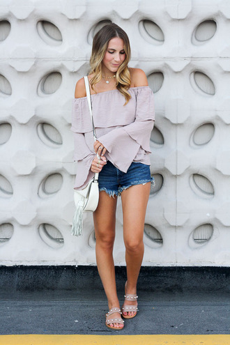 twenties girl style blogger top bag jewels jeans shoes sandals denim shorts bell sleeves off the shoulder top summer outfits
