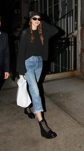 sweater,sweatshirt,jeans,gigi hadid,model off-duty,streetstyle,black sweater