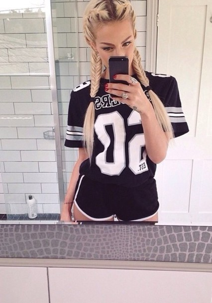 hairstyles t-shirt shirt sporty shirt dope shirt fasjion girl sexy shirt black white jersey shorts perfect black and white jersey tee selfie dope dope tee urban swag