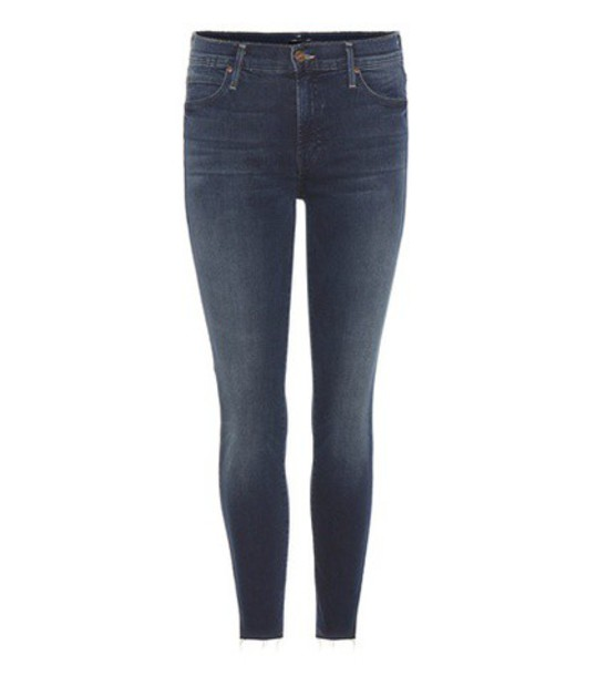 Mother Double Fray Charmer Cropped Jeans in blue