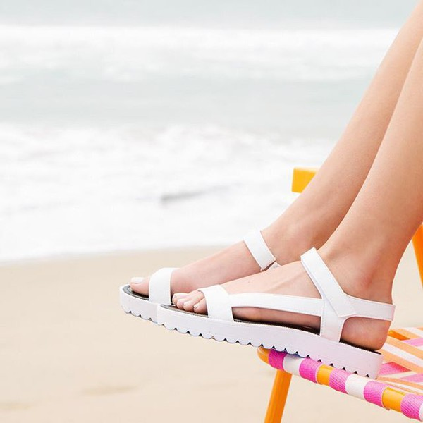 shoes sandals white sandals trendy 90s style fashionista qupid