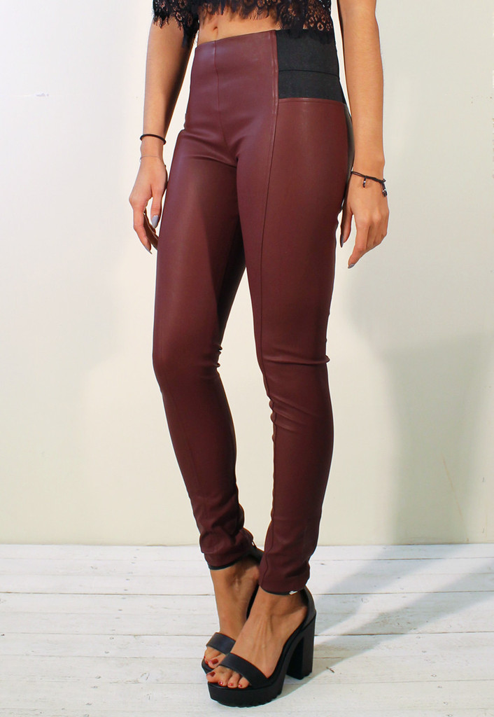 Leather look skinny seamed legging with elasticated side in burgundy