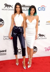 pants,kendall jenner,kylie jenner,kardashians,dip dyed,dress,bra,white dress,shoes,heels,lace,bodysuit,top,crop tops,white topp,high waisted,tailored trousers,tailoring,silver heels,metallic,necklace,clutch,blouse,jeans