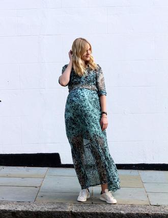 blame it on fashion blogger jewels maternity