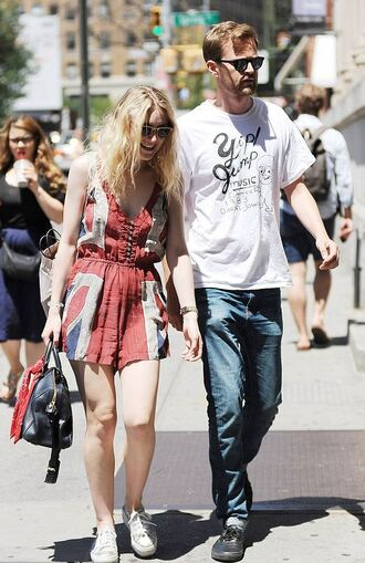 romper shorts summer outfits dakota fanning sneakers