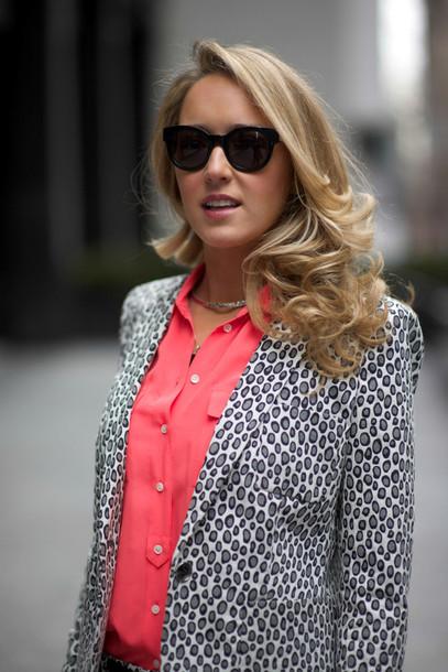 the classy cubicle shorts shoes blouse belt sunglasses jewels t-shirt