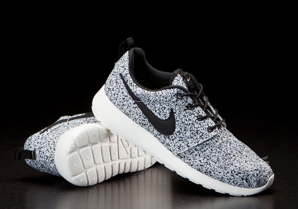 DS Nike Wmns Roshe Run Speckled Splatter Oreo Speckle Black Sail RARE Size 6 5 | eBay