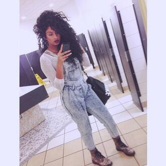 pants overalls shoes dress denim pinafore dress denim pinafore follow me ill follow back light blue high waisted jeans curly hair make-up boots combat boots