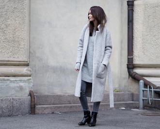 by funda blogger jeans jewels sweater dress grey coat long coat black boots winter coat grey long coat