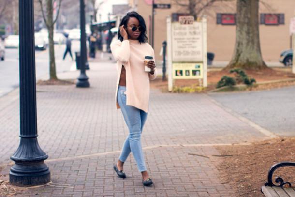 millennielle blogger sweater jeans slit