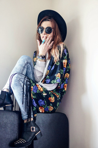 blogger laughing in the purple rain round sunglasses kimono floral ankle boots boho