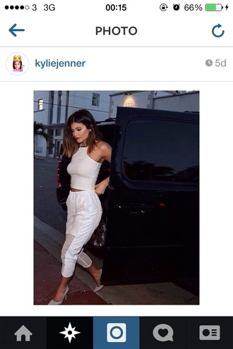 pants white pants white top kylie jenner t-shirt leggings whitw leggings white